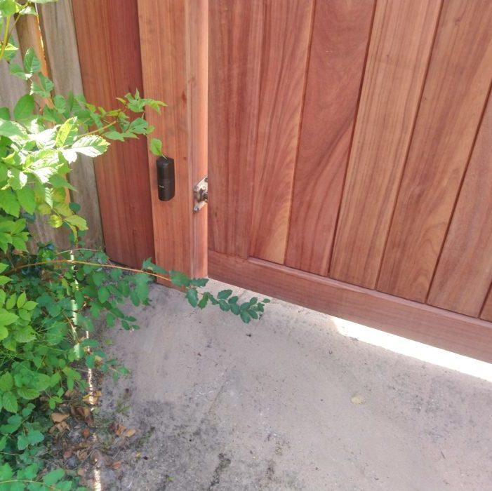Luxe houten poort met automatisering –  Lux 8